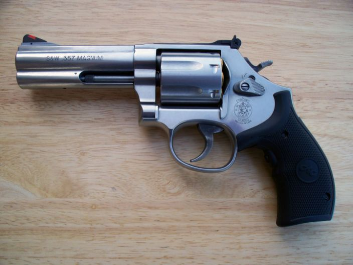 what are the three most common types of handguns?